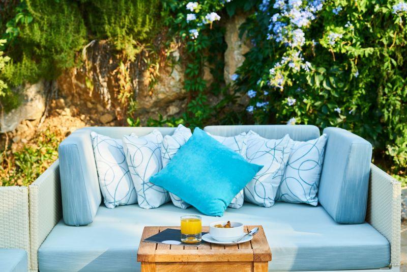 Zařiďte si obývák na zahradě