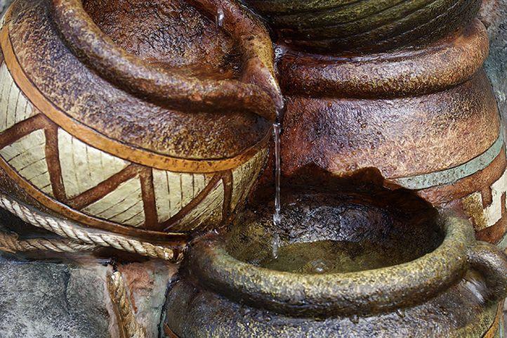 Zahradní kašna - fontána se čtyřmi džbánky