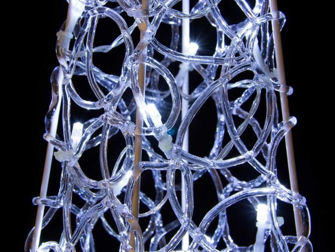 Vánoční akrylový jehlan 60 cm - studeně bílý, na baterie