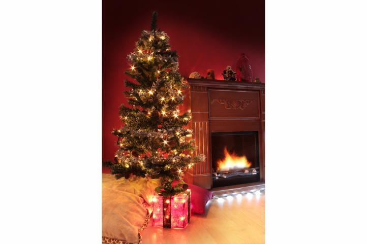 Umělý vánoční stromek se šiškami, 1,5 m