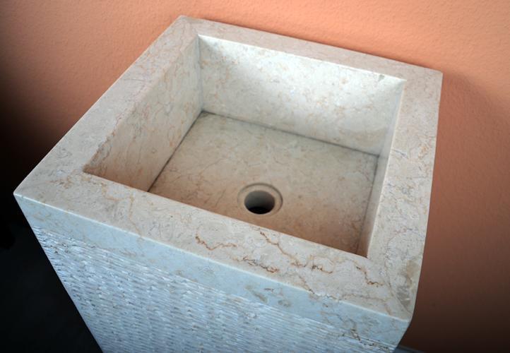 Umyvadlo z přírodního kamene Calaggio