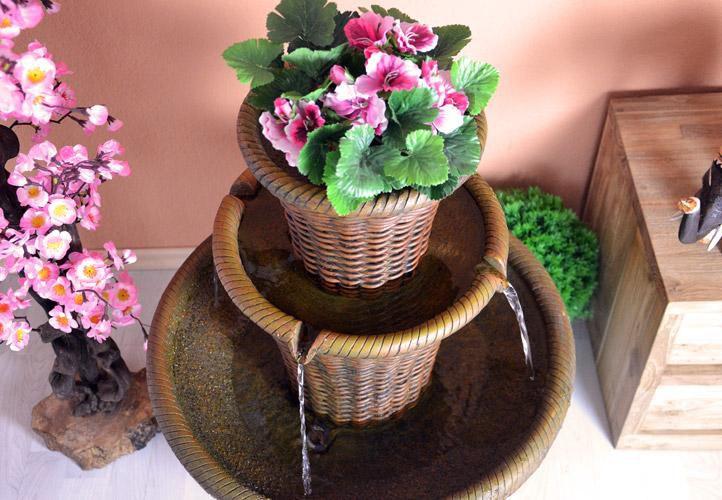Zahradní fontána s dekorativním podstavcem