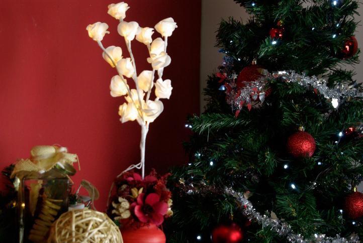 Světelná dekorace - Dekorativní růže - 16 LED, 45 cm