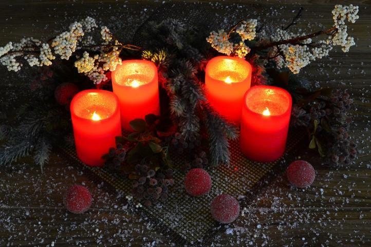 Dekorativní sada - 4 adventní LED svíčky, červené