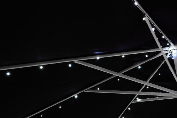 Solární blikající řetěz pro osvětlení slunečníku - 72 LED