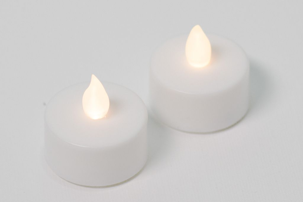 Dekorativní sada – 2 čajové svíčky, bílé