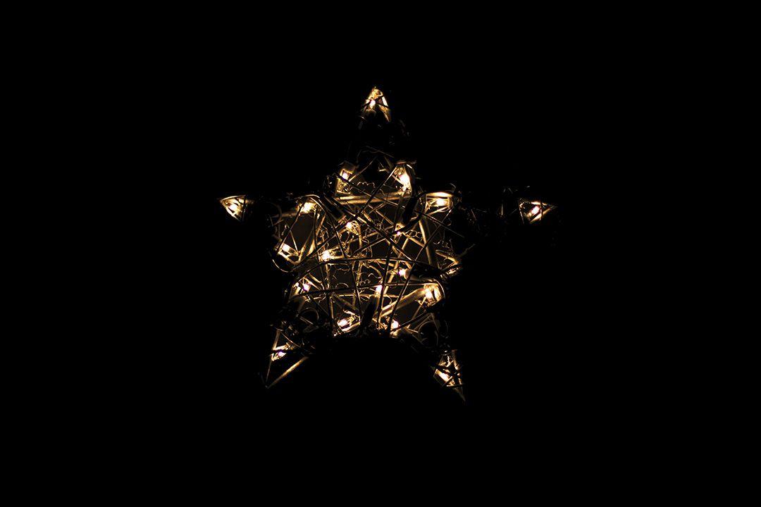Světelná dekorace - stříbrná hvězda - 30 cm 20 LED