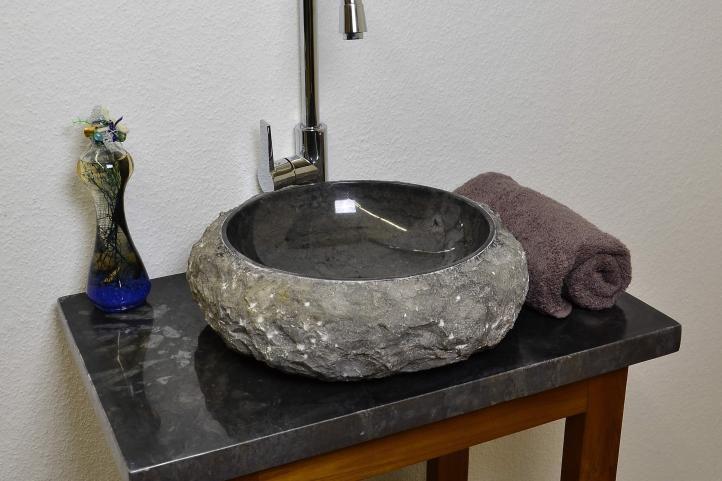 Umyvadlo z kamene DIVERO – černý mramor