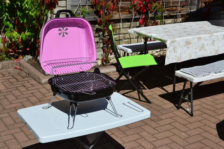 Kufříkový gril na dřevěné uhlí BBQ - růžový