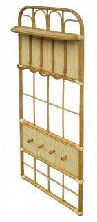 Věšáková ratanová stěna - světlý med