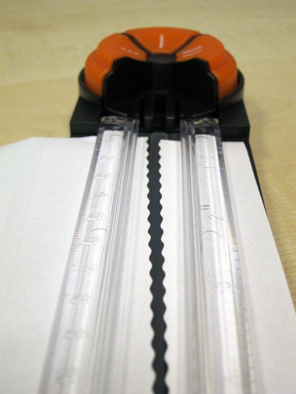 Řezačka Peach RotaryTrimmer 4 v 1, A4 (PC100-10) kolečková, řeže 5 listů, přímý, vlnkovaný