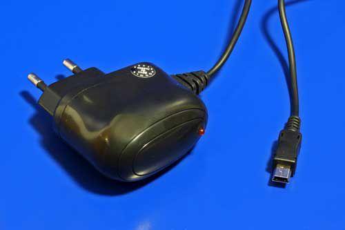 Adaptér goobay nabíjecí 230V - miniUSB, 5V/1A, 1,5m, černý