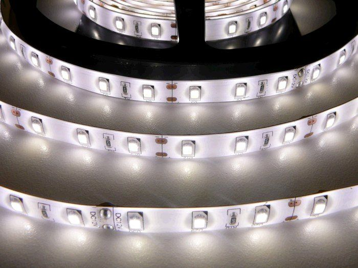 LED pásek TLE SMD 2835 60LED/m, 5m, denní bílá, IP65, 12V