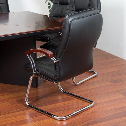 Konferenční stolek + 10 kožených křesel