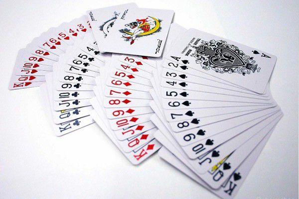 Pokerové karty 100% plast - sada 4 ks