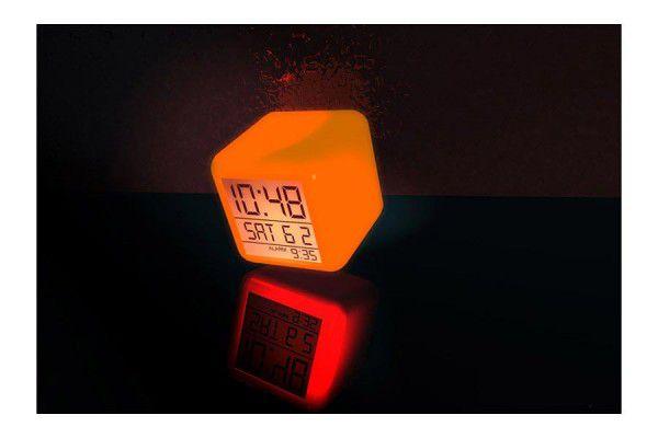 LED budík s barevnými efekty