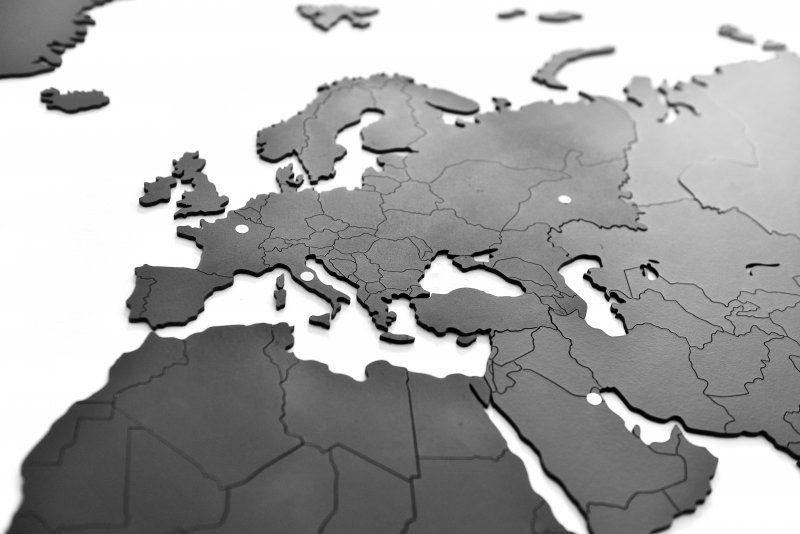 Puzzle mapa světa (100×60) – černá