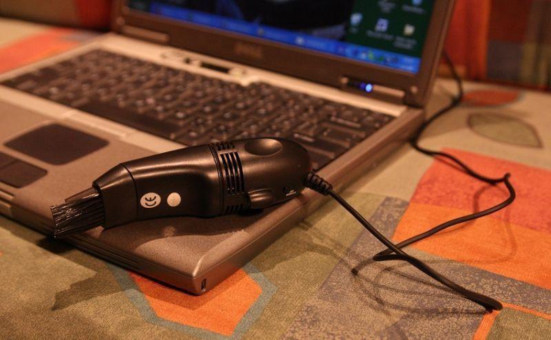 USB vysavač - černý