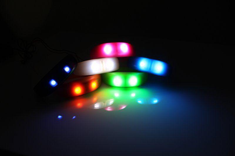 Svítící náramek - bílá