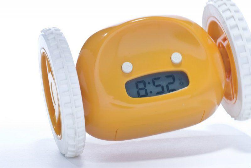 Utíkající budík Clocky - žlutá