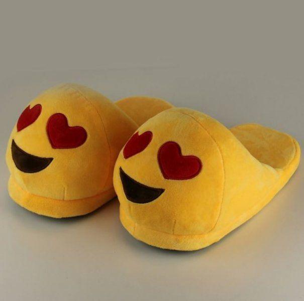 Plyšové pantofle EMOJI - Srdíčka