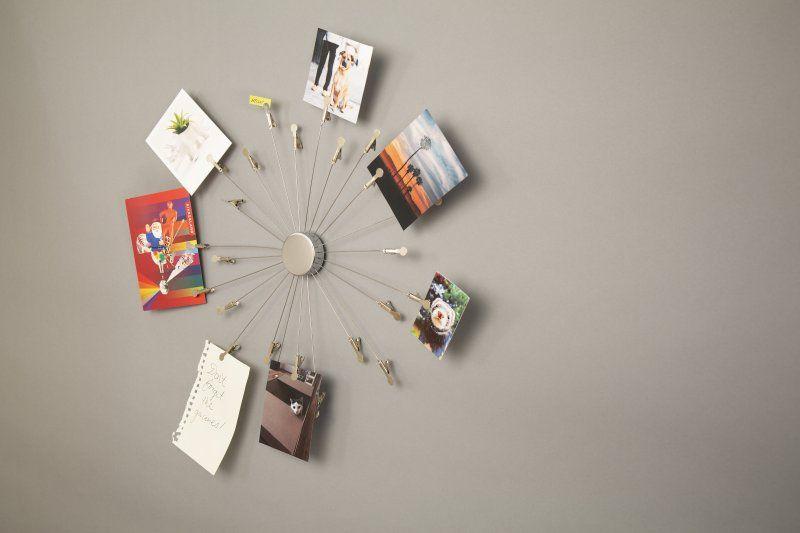 Závěsný hodinový držák na fotky