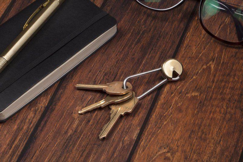 Šikovná mosazná klíčenka, otočná zamykací klíčenka