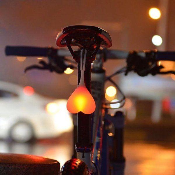 Svítící koule pod sedlo kola