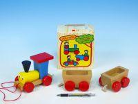 Vlak + 2 vagónky dřevo tahací barevný celková délka 43cm v krabici