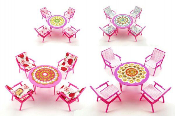 Teddies Nábytek pro panenky stůl a 4 židle se sedáky