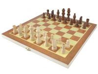 Dřevěné šachy v kazetě