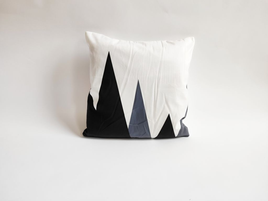 Povlak na polštář Black, 45 x 45 cm, hory