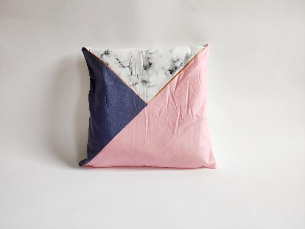 Povlak na polštář Mramor, 45 x 45 cm, fialovo-růžový