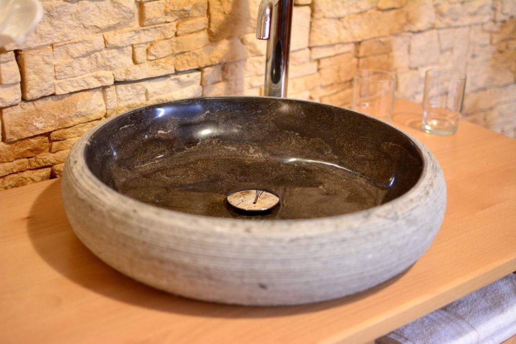 Kamenné umyvadlo z žuly Litai