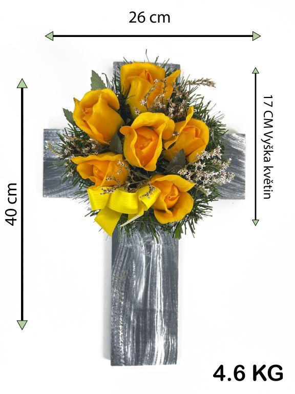 Kříž s umělou květinou ve žluté barvě, 40 x 26 x 17 cm