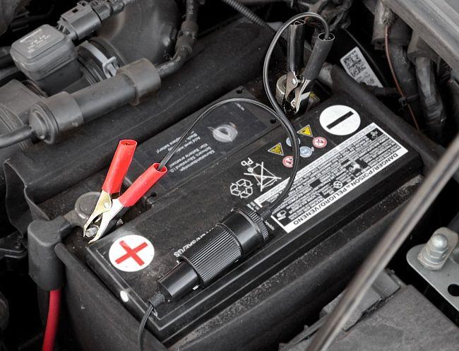 Adaptér autobaterie - zásuvka 12/24 V